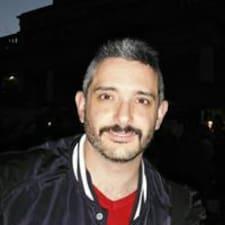 Miguel Angel est l'hôte.