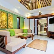 Villa Anggrek è l'host.