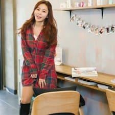 Yunhee est l'hôte.