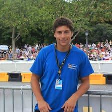 Clément ist der Gastgeber.