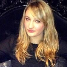 Laury felhasználói profilja
