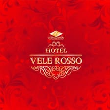 Vele Rosso is the host.