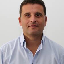 José Julio คือเจ้าของที่พัก