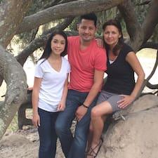 Profil utilisateur de Adam, Cathy & Kat (Niece) Garcia