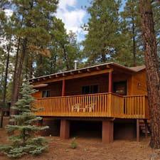 Whispering Pines คือเจ้าของที่พักดีเด่น
