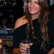Dragana es el anfitrión.