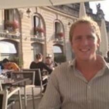 Maarten es el anfitrión.