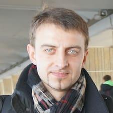 Vytautas est l'hôte.