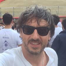 Gianluca — хозяин.