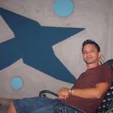Carlos Daniel je domaćin.