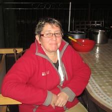 Dominique est l'hôte.