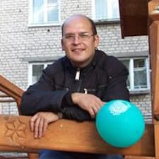 Игорь is the host.