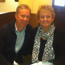 Karen And Gerry คือเจ้าของที่พัก