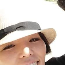 Yoko es el anfitrión.