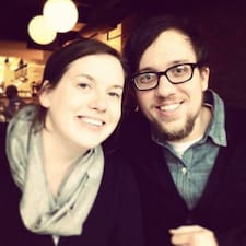Aaron & Erin的用戶個人資料