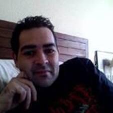 Carlos Cesar est l'hôte.