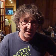 Frédéric je domaćin.