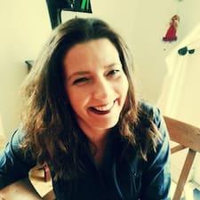 Zjisti více o hostiteli Lina Stein