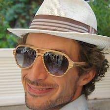 Giuseppe — хозяин.