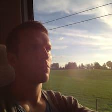 Morten je domaćin.
