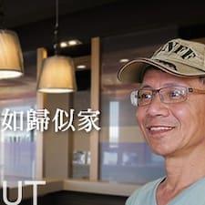 義勳 es el anfitrión.