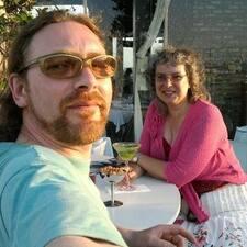 Profil Pengguna Moira And Mark