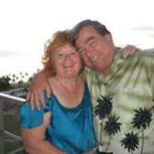 Bob And Debbie es el anfitrión.