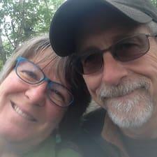 Pat And Sally คือเจ้าของที่พัก