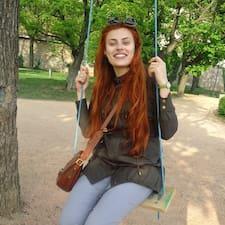 Polina es el anfitrión.
