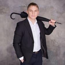 Stepan è l'host.