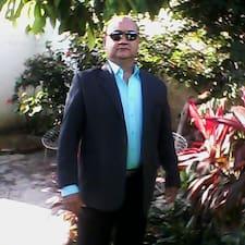 Jose Tiburcio es el anfitrión.