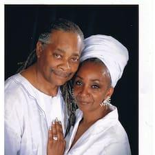 Mama Sandra & Baba Charles es el anfitrión.