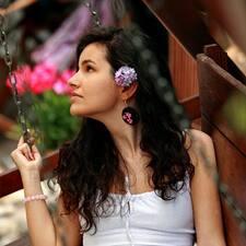 โพรไฟล์ผู้ใช้ Monica - Cristina