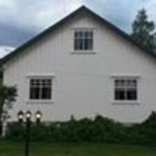 Jørn is the host.