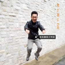 赵 is the host.