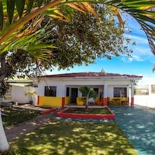 Villa Sarie Bay Hotel คือเจ้าของที่พัก