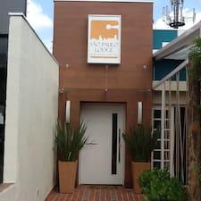 Roberta São Paulo Lodge - Business est l'hôte.