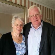 John & Sue est l'hôte.