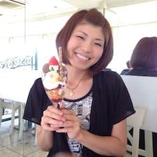 Mayumi est l'hôte.
