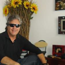 Jorge Ricardo es el anfitrión.