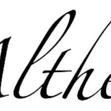 Althea es el anfitrión.