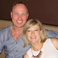 โพรไฟล์ผู้ใช้ Michael & Julie