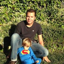 Sebastian es el anfitrión.