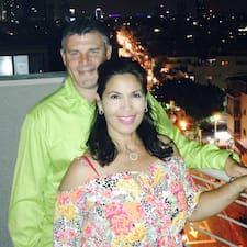 โพรไฟล์ผู้ใช้ Miriam & Michael