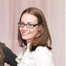 Julianne felhasználói profilja