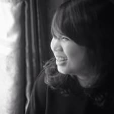 Trang je domaćin.