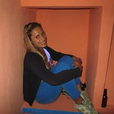 Angelique是房东。