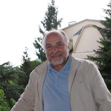 José Ildefonso è l'host.