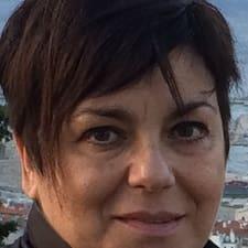 Maria Vittoria is the host.