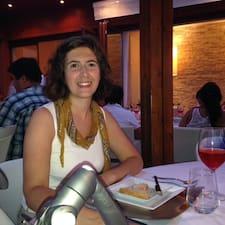 Andrea es el anfitrión.